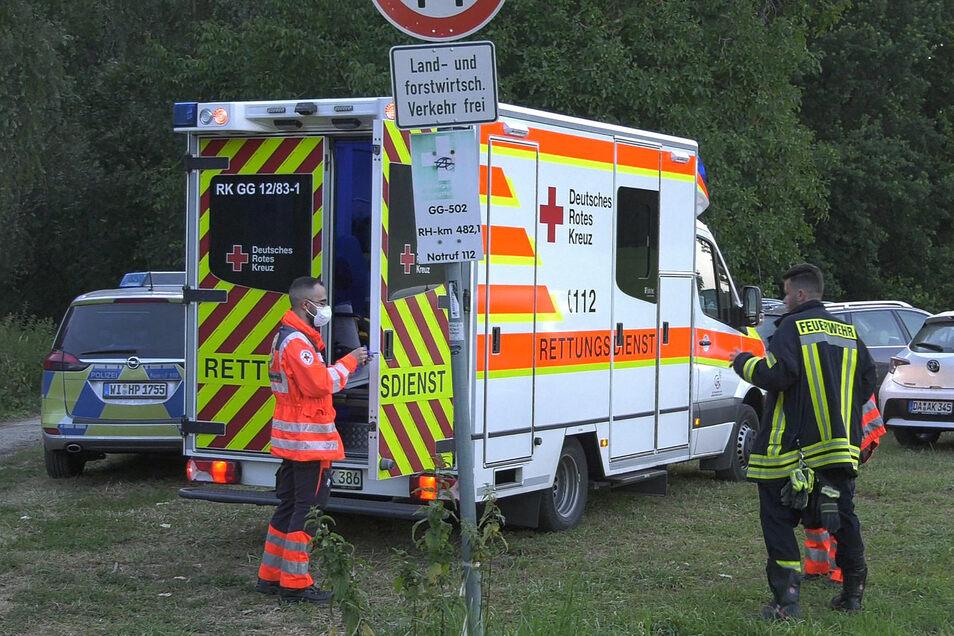 Rettungssanitäter hatten noch versucht, die 30-Jährige und ihren fünfjährigen Sohn wiederzubeleben - ohne Erfolg.