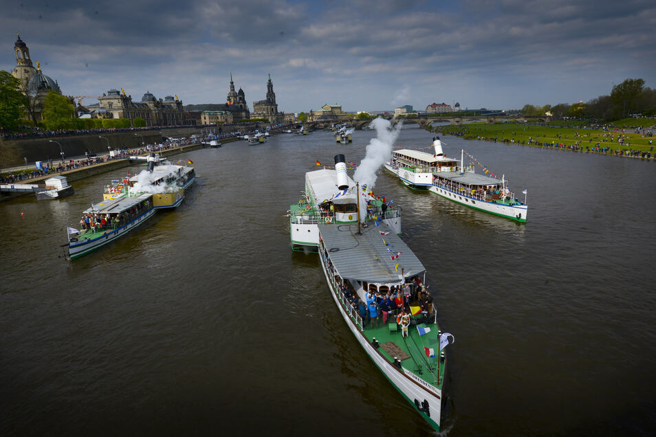 Die Dampferparade zum Stadtfest soll stattfinden, steht im neuen Fahrplan der Flotte.
