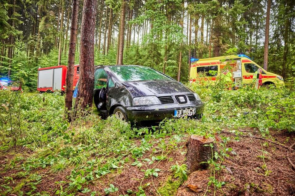 Eine Frau kam am Freitag von der Straße in Dürrröhrsdorf-Dittersbach an. Zu dem Unfall werden jetzt Zeugen gesucht.