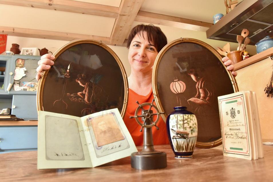 Hütet die Souvenirs aus China: Corinna Fischer aus Karsdorf, die Urenkelin von Karl Gottlieb Kockisch.