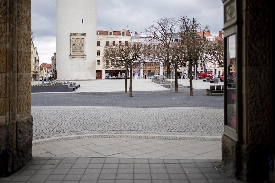 Wo sonst die meisten Bänke besetzt sind, ist am Sonnabend niemand zu sehen: der Görlitzer Marienplatz.