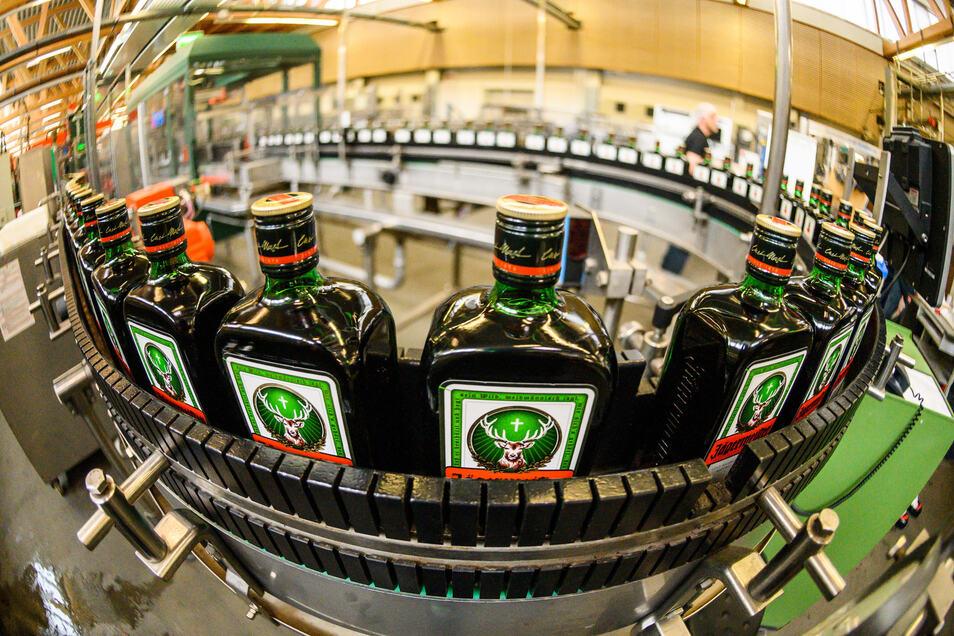 Die Firma Jägermeister hilft jetzt auch Krankenhäusern im Landkreis Bautzen mit Alkohol für die Herstellung von Desinfektionsmittel.