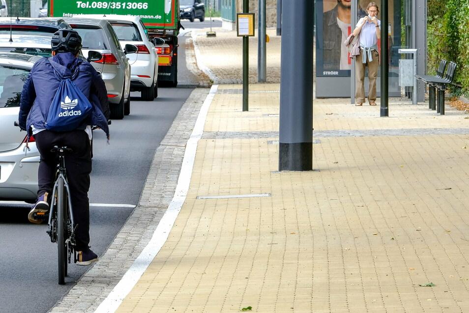 In Radebeul-Mitte wurde im Zuge des Ausbaus der Meißner Straße ein breiter Gehweg mit Betonsteinpflaster geschaffen.