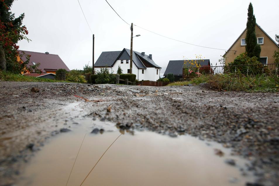 Die Stadt Elstra will die Straße in der Boderitzer Siedlung grundhaft ausbauen. Auch dafür werden die Anlieger zur Kasse gebeten.