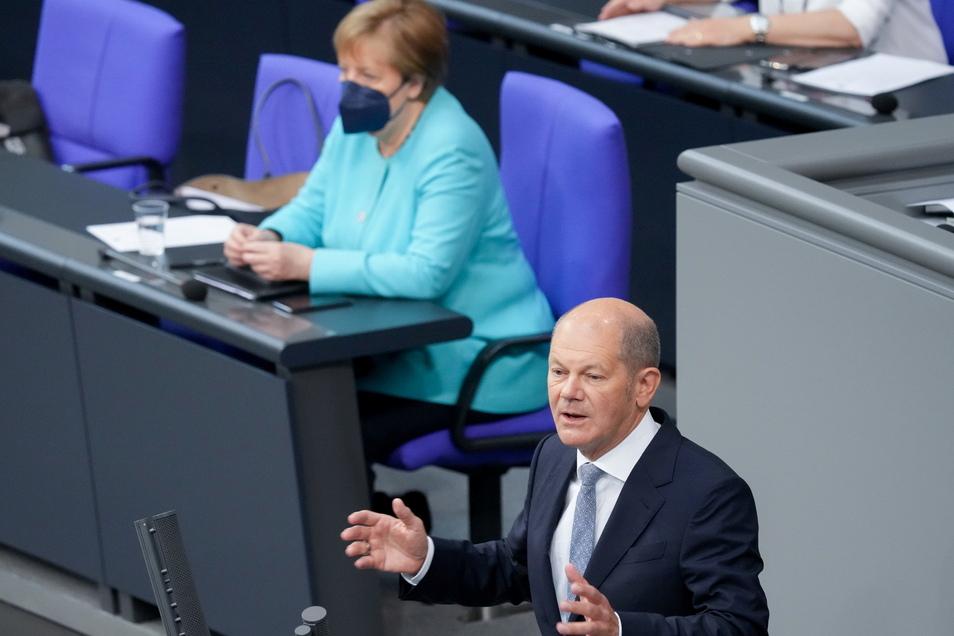 Olaf Scholz, SPD-Kanzlerkandidat spricht nach der Regierungserklärung zum bevorstehenden EU-Gipfel bei der Sitzung des Deutschen Bundestags.