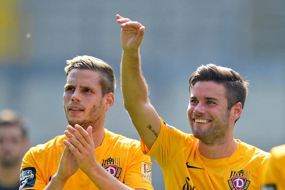 Können in der Saison 2021/22 wieder zusammen jubeln, tragen dann aber vornehmlich weiß-rot: Justin Eilers (l.) und Niklas Kreuzer.