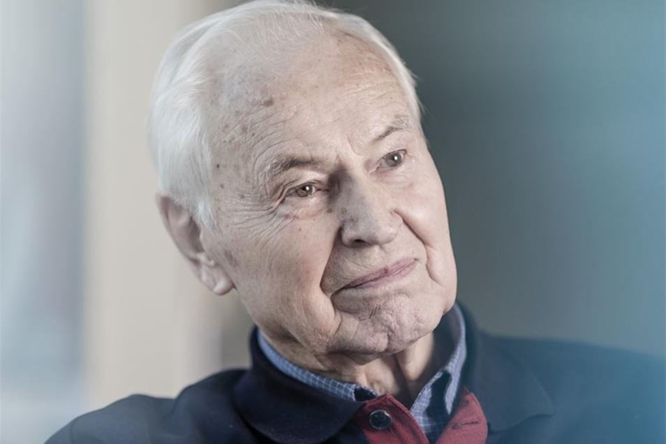 """Auch über Hans Modrow soll """"Enrico"""" berichtet haben. Der letzte SED-Ministerpräsident klagt auf Einsicht in seine BND-Akte. Am Mittwoch entscheiden die Richter."""