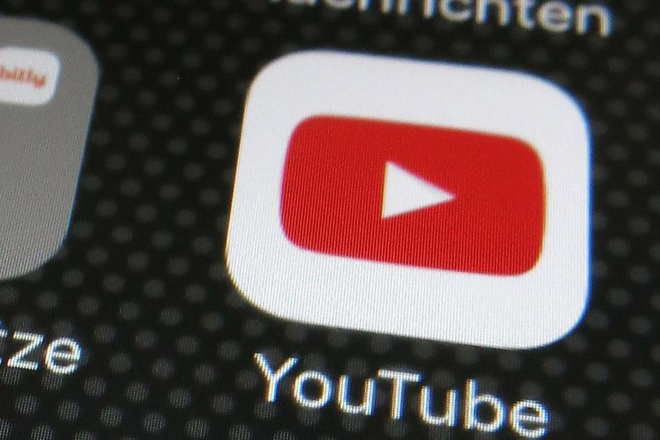 """Youtube hat den Kanal der umstrittenen Gruppierung """"Querdenken 711"""" gelöscht."""