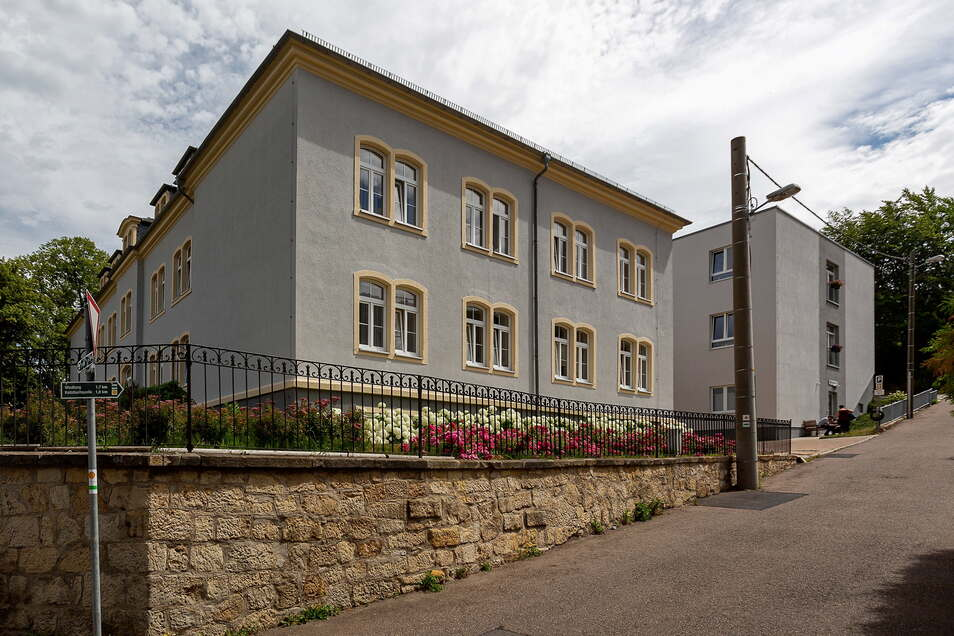 Die alte Schule in Freital-Burgk ist nur noch Namensgeber für eine Wohnanlage.