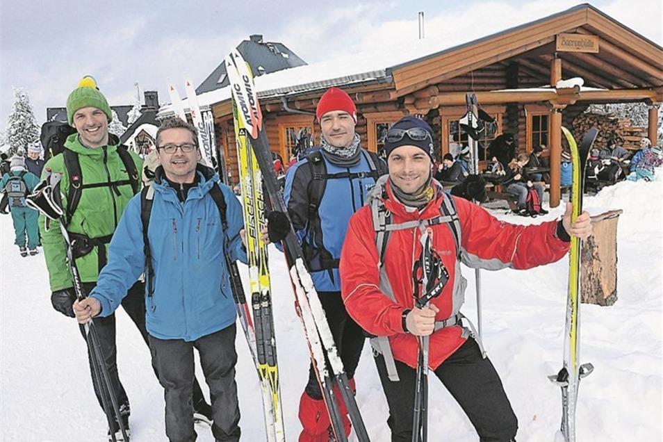 Ein Paradies für Langläufer Die Loipen rund um Zinnwald haben zum Langlauf eingeladen. Für Marcel Hofmann, Adolf Liepelt, Matthias Schneider und Ingo Schäfer (v.r.) war Zinnwald das Etappenziel einer viertägigen Ski-Kammwanderung. Am Donnerstag sind die D