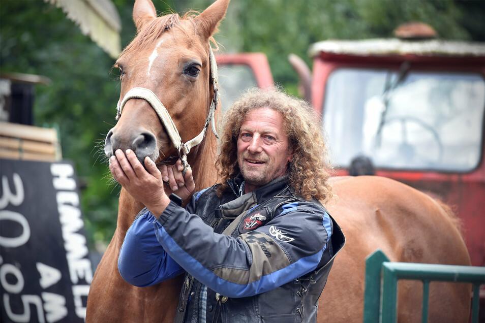 Der Seifhennersdorfer Stadtrat Rüdiger Horn betreibt die Gaststätte Waldschlößchen und hält Pferde. Viermal ist er im Juli von Dieben heimgesucht worden.