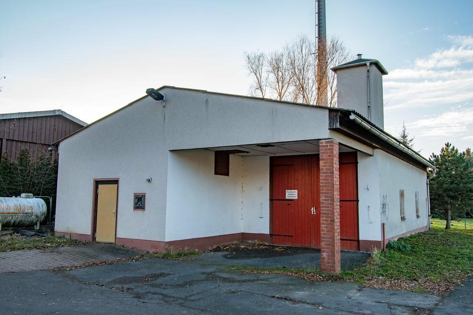 Die Neudorfer Schützen haben das ehemalige Feuerwehrgerätehaus in Mannsdorf übernommen und bauen es aus.