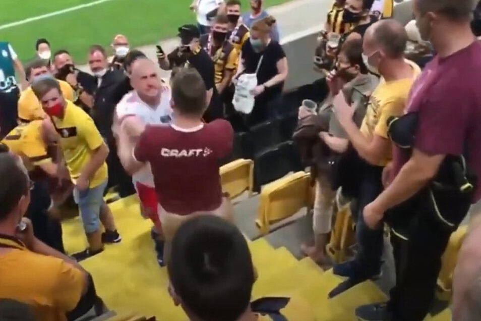 Die Szene machte deutschlandweit Schlagzeilen: Toni Leistner greift den pöbelnden Dynamo-Fan an, drückt ihn zu Boden.