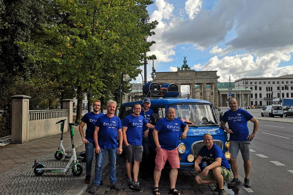 Das Bruno-Team vor dem Brandenburger Tor in Berlin.