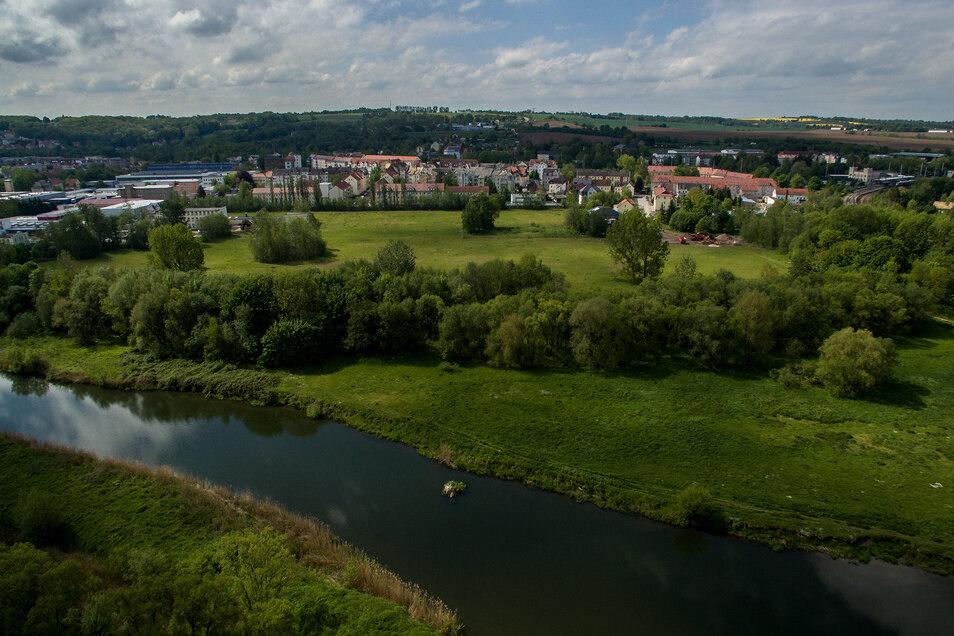 Auf dem Gelände der ehemaligen Zuckerfabrik in Döbeln sollen in den kommenden Jahren bis zu 60 Eigenheime entstehen. Die Sparkasse plant zudem entlang der Zuckerfabrikstraße den Bau von vier Mehrfamilienhäusern mit insgesamt 28 Wohneinheiten.