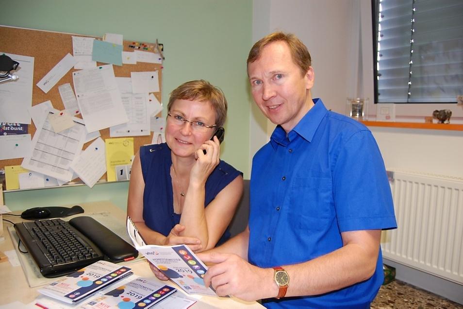 Neue Telefonnummer, neues Programmheft, neuer Mitarbeiter: VHS-Chefin Ute Grun und der frisch eingestellte Torsten Hanf.