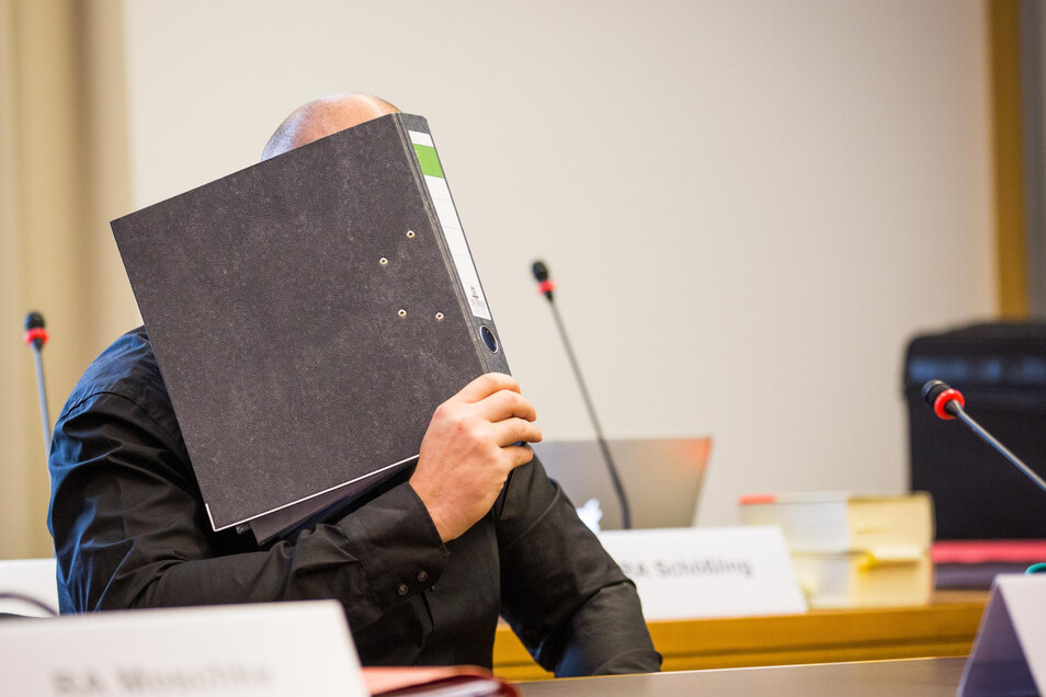 Der 34-jährige René H. soll nach Angaben des Kronzeugen bei den rassistischen Dresdner Stadtfestüberfällen im August 2016 den ersten Schlag abgegeben haben.