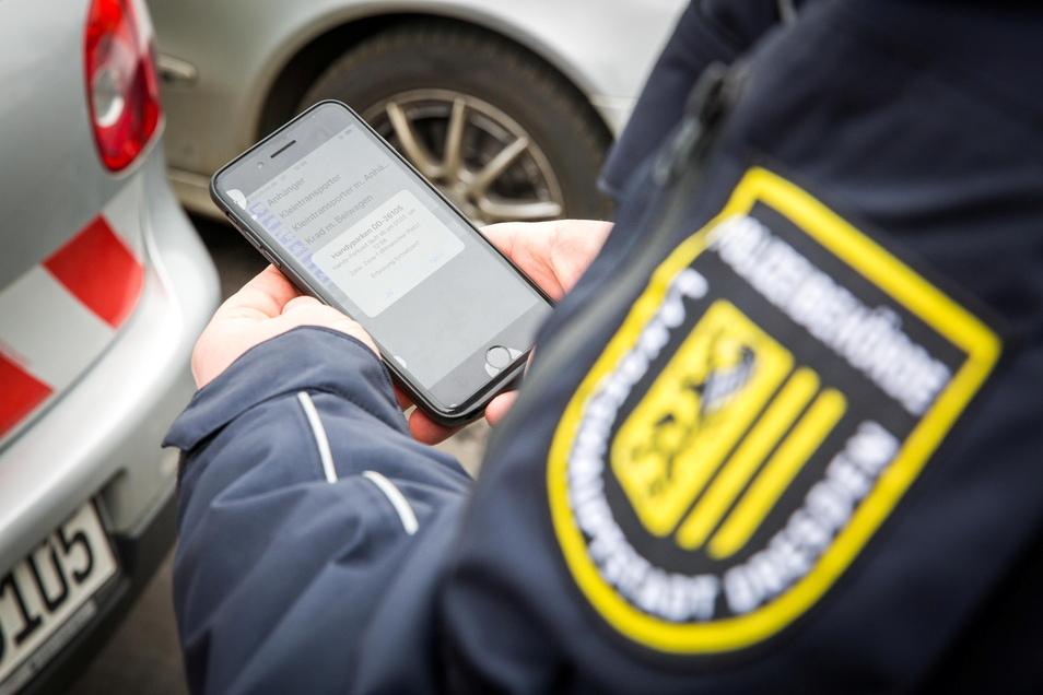 Elektronische Parkscheine können per App und Kennzeichen vom Ordnungsamt kontrolliert werden.