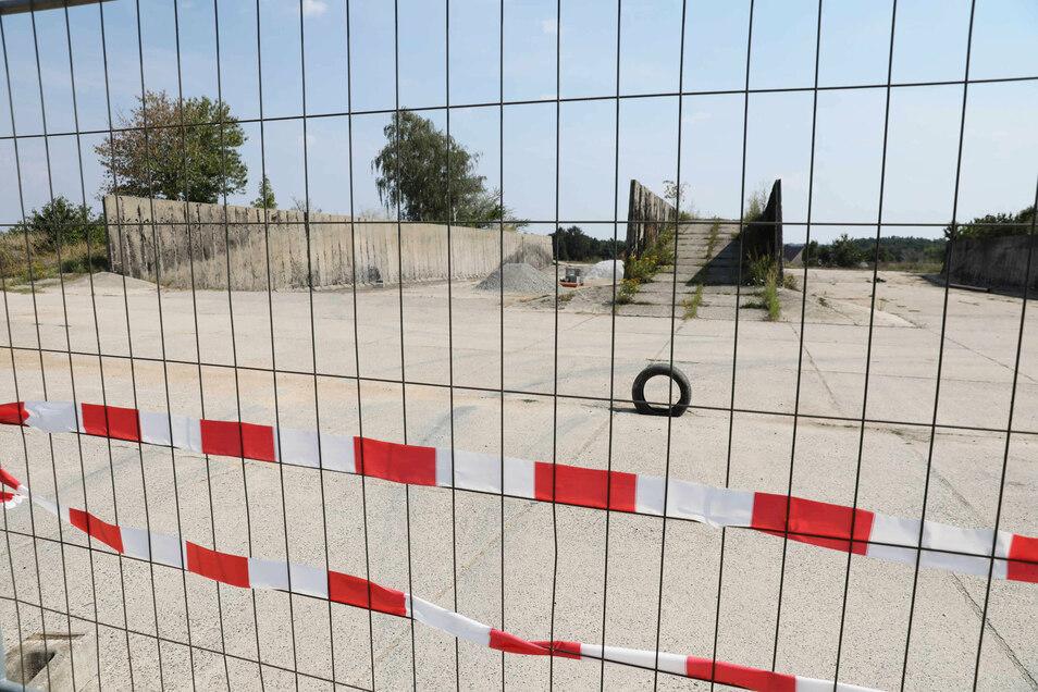 Dass der Widerstand der Anwohner Erfolg zeigt, gilt als unwahrscheinlich. Am Silo im Hochkircher Ortsteil Kuppritz wird bereits gearbeitet, um es für die Klärschlammlagerung herzurichten.