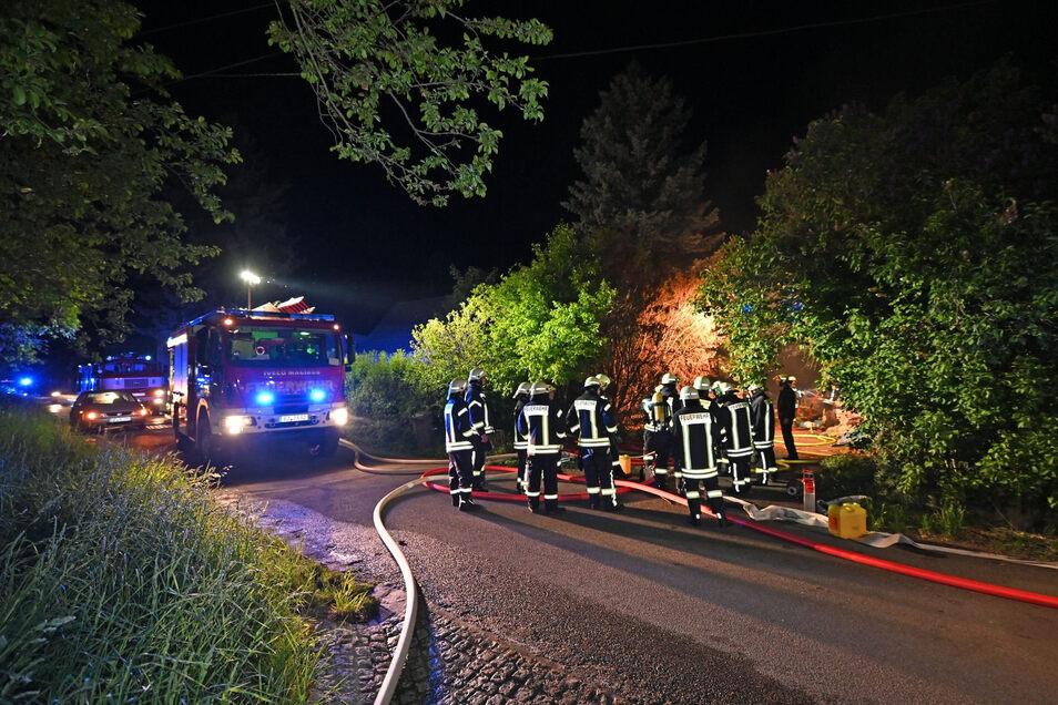 Rund 30 Kameraden von mehreren Feuerwehren waren in der Nacht in Kohlwesa im Einsatz.