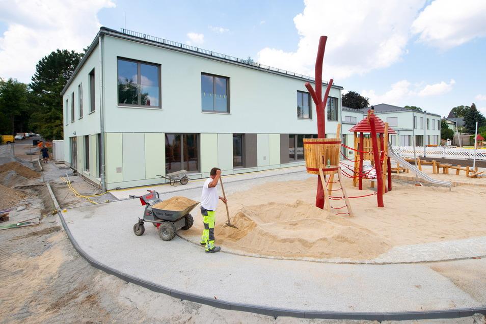 Am Kinderzentrum Langebrück wurde im August 2020 gebaut. Dort allein ist Platz für drei Kitas. Jetzt gibt es neue Zahlen für den Bedarf an Kitaplätzen.