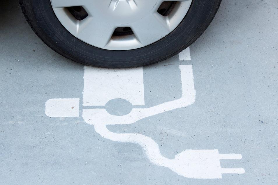 Autofahrer können noch bis Ende 2025 den E-Auto-Zuschuss beantragen, sofern der Fördertopf des Bundes nicht schon vorher leer ist.