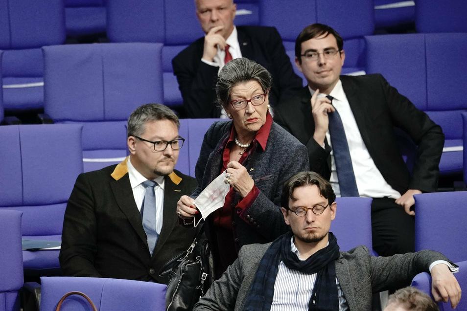 Die AfD-Abgeordnete Franziska Gminder kam ohne Maske in den Plenarsaal - und wurde prompt ermahnt.