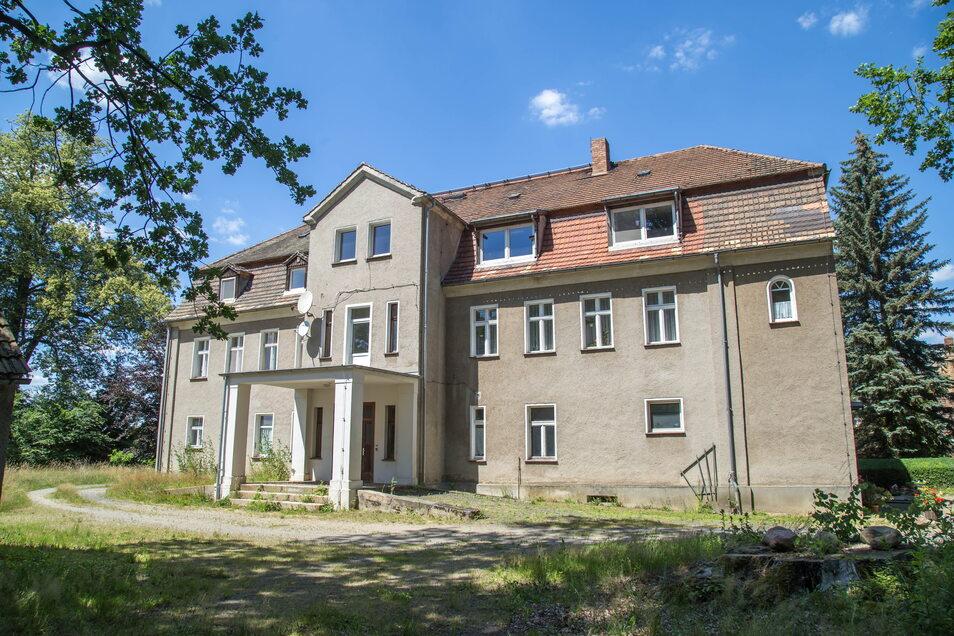 Nicht nur das Wohnhaus steht in Kosel zum Verkauf, sondern ein ganzes Rittergut mit siebeneinhalbtausend Quadratmetern.