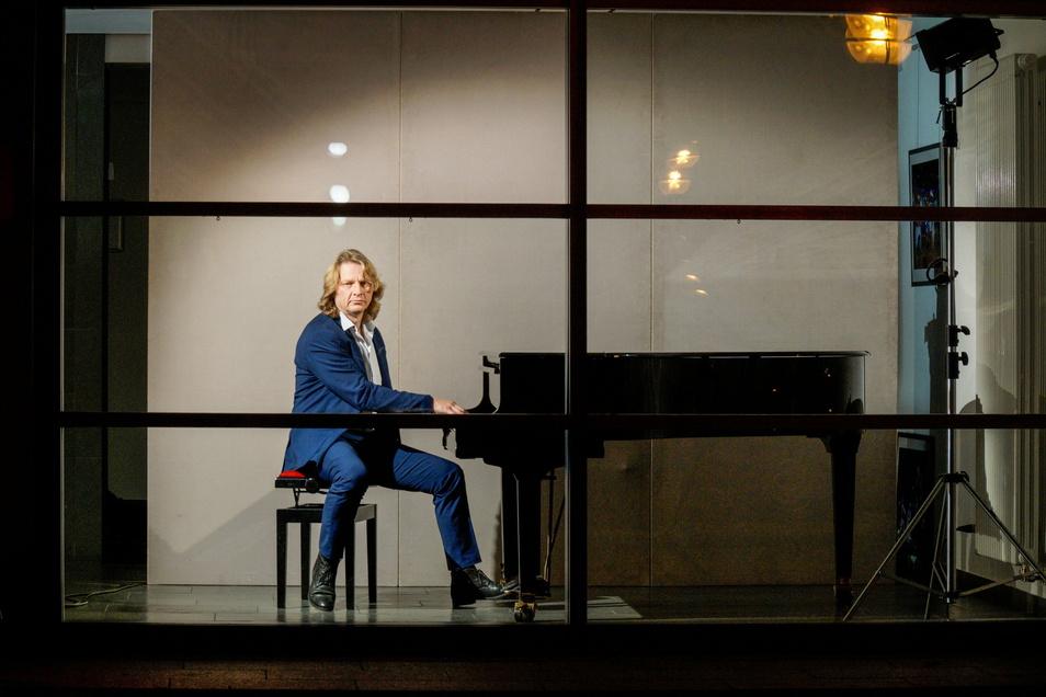 """Auch das Klavier blieb stumm. Der Bautzener Intendant Lutz Hillmann betonte am Montag: """"Wir können und wollen wieder für unser Publikum spielen."""""""