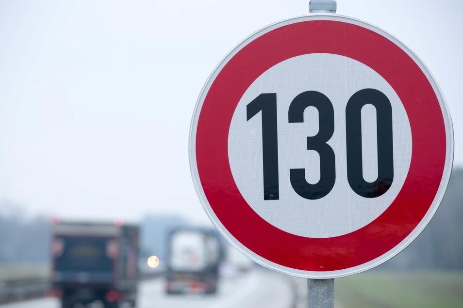 Wieder einmal wird in Deutschland über ein Tempolimit auf Autobahnen diskutiert.