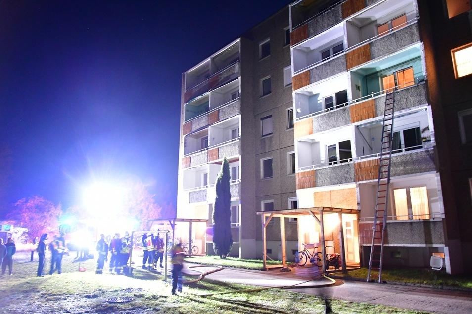Rauchmelder verhinderten Schlimmeres bei dem Brand im Plattenbau.