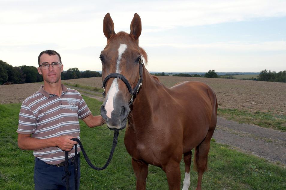 Springreiter Michael Kölz weilt derzeit mit seinem derzeitigen Spitzenpferd Anpowikapi im kanadischen Calgary bei einem der größten Pferdesportevents weltweit.