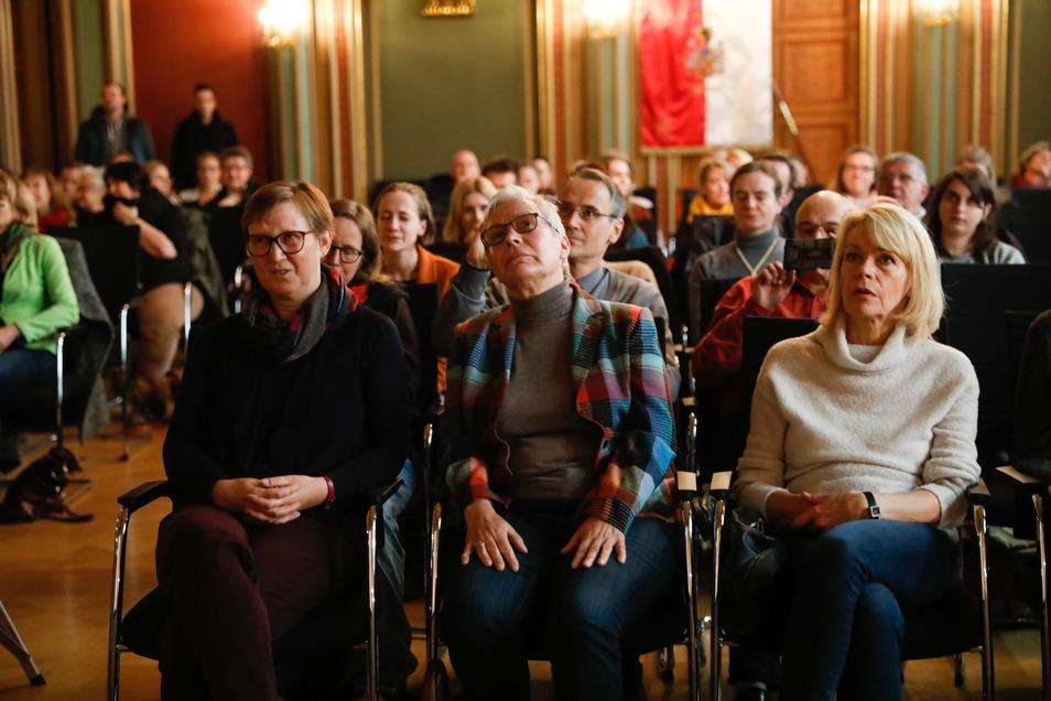 Traurige Gesichter im Zittauer Bürgersaal, als klar ist: Zittau ist nicht mehr im Kulturhauptstadt-Rennen.