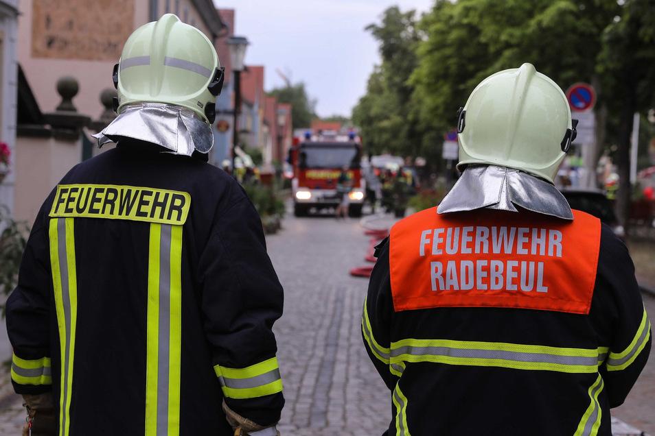 Die Radebeuler Feuerwehr im Einsatz.