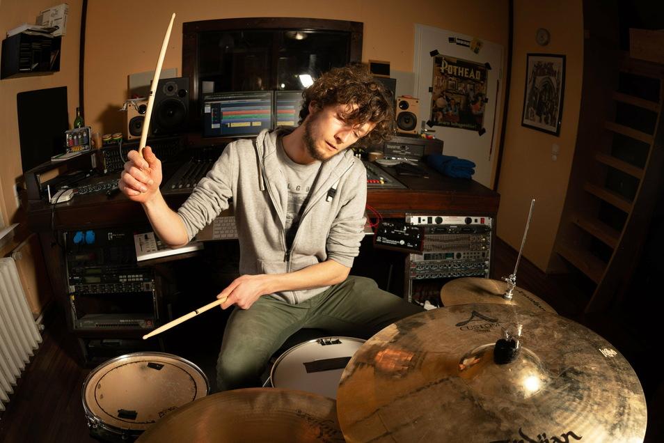 Trommeln für die Zukunft der Bandkultur: Daniel Wedekind ist Schlagzeuger der Dresdner Hardcore-Band Plotz.