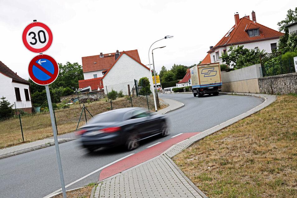 Auf der 30er Strecke an der Ecke Alleestraße/Strehlaer Straße konnte Riesa mit der bisherigen Technik nicht das Tempo messen. Das neue Gerät soll dagegen auch dort funktionieren.
