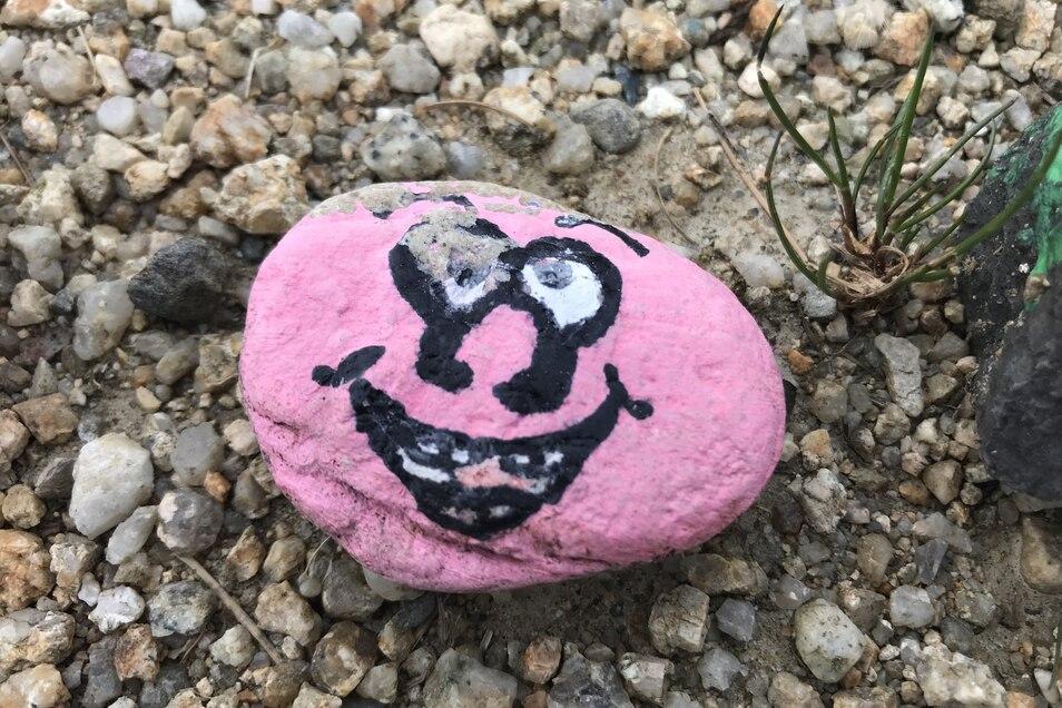 ...und lächeln die bunten Steine Spaziergängern entgegen.