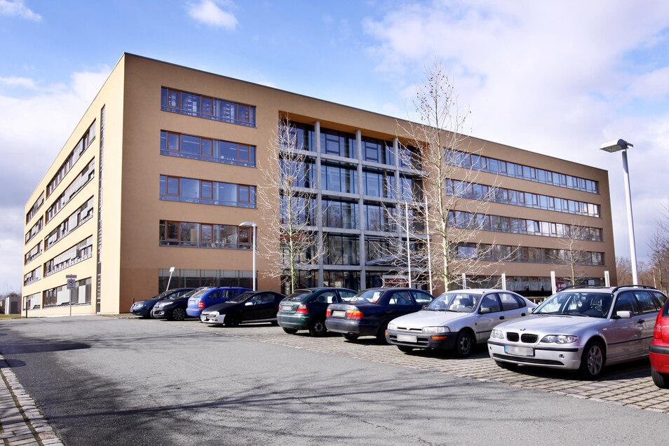 Im Gebäude der Arbeitsagentur Riesa gibt es vorerst keine Servicetage des Finanzamts mehr.