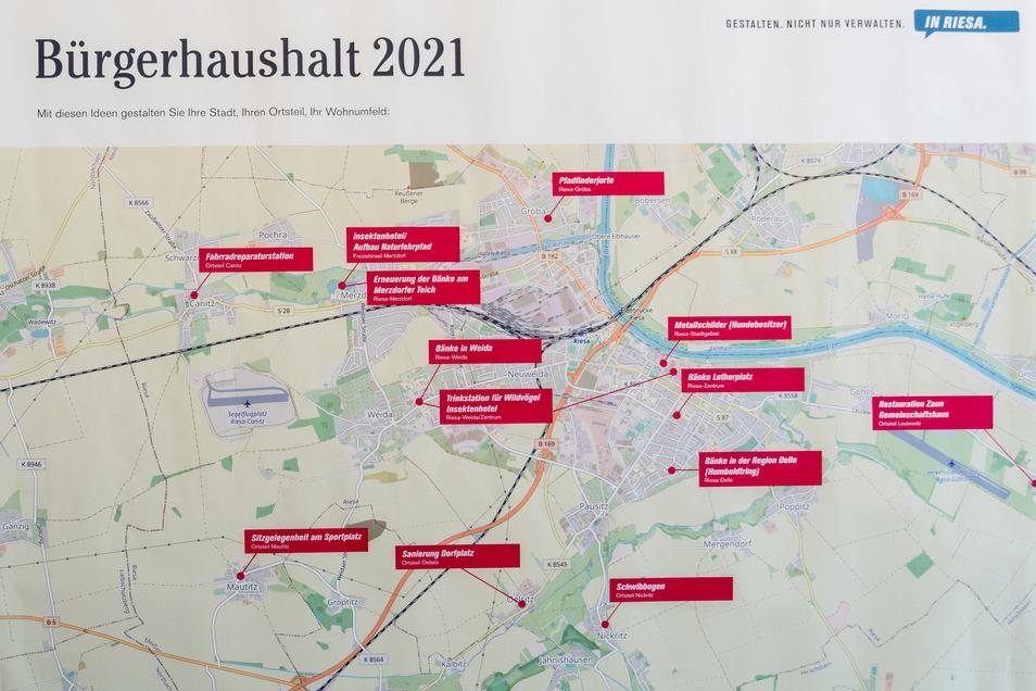 Auch die Ortsteile sollten profitieren: Eine Tafel am Eingang zum Stadtrat zeigt die Verteilung der 13 ausgewählten Vorschläge im Stadtgebiet.