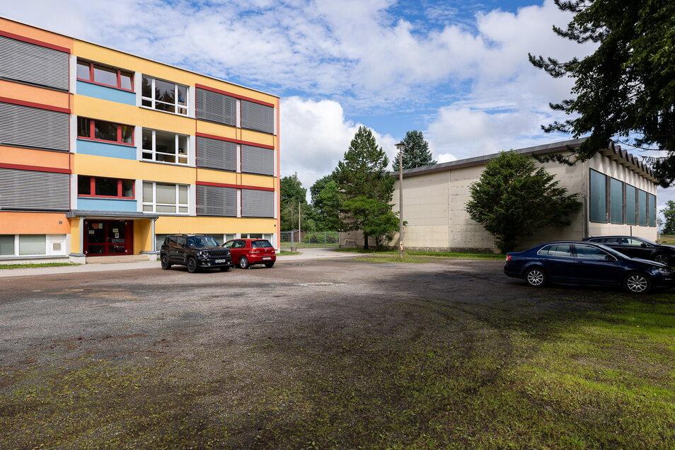 Die Turnhalle und die Oberschule in Klingenberg sind gleich alt. Die Schule wurde aber 2008 saniert. Die Turnhalle kommt jetzt an die Reihe und soll durch einen Neubau ersetzt werden.