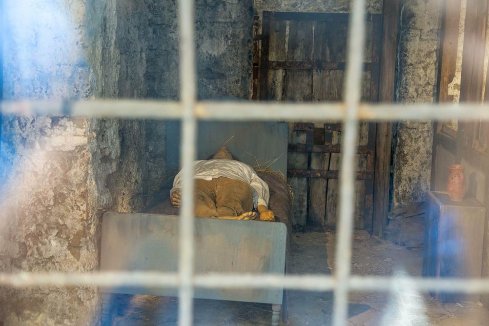"""Der Hirsch ist selbstverständlich auch Teil des """"Walk of Görliwood""""-Entdeckerpfades. Ein Fenster gibt beispielsweise den Blick in Goethes Gefängniszelle frei."""
