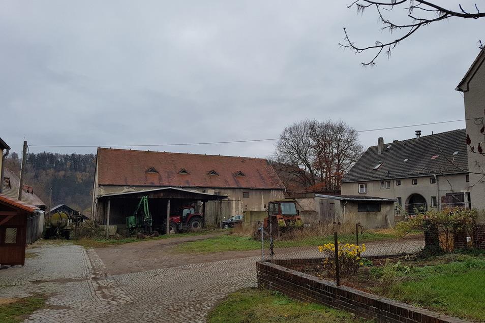 Der alte Bauernhof am oberen Dorfende von Saalhausen war zuletzt in einem schlechten Zustand und musste für das neue Baugebiet weichen.