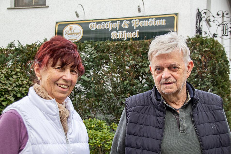 Ingrid (72) und Gerd Kühnel (75) haben vor 30 Jahren in Maukendorf erst eine Gaststätte und wenig später eine Pension eröffnet – und das Geschäft ausgebaut.