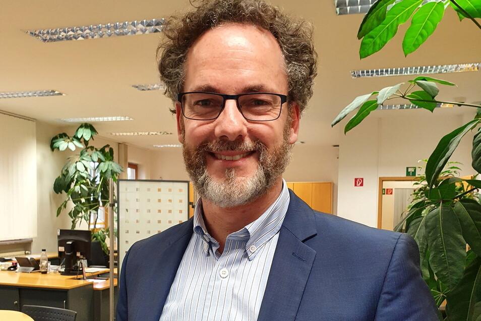 Stefan Luhn, Markbereichsleiter Pirna der Commerzbank, freut sich über die Bilanz 2020.