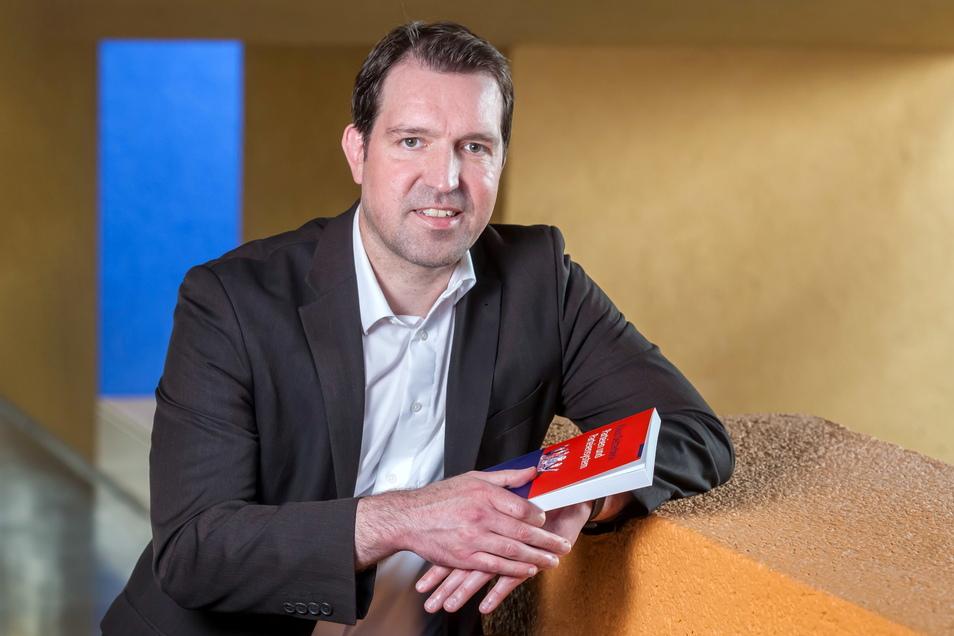 """Eric Linhart, 45, hat seit 2015 die Professur für """"Politische Systeme"""" an der Technischen Universität Chemnitz inne."""