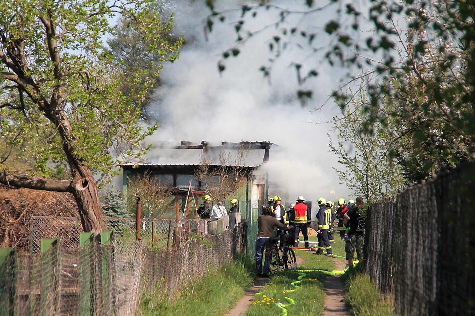 In Wittichenau erhob sich zunächst eine schwarze, dann eine weiße Wolke über dem Brand.