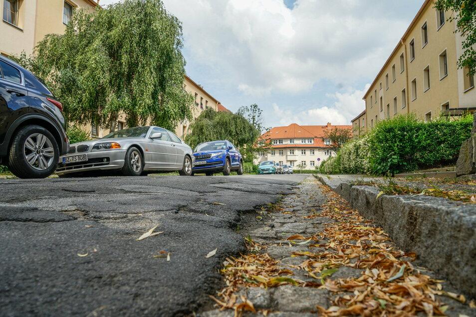 Die Albert-Schweitzer-Straße in der Bautzener Westvorstadt hat eine Erneuerung dringend nötig. Nächstes Jahr wird gebaut.