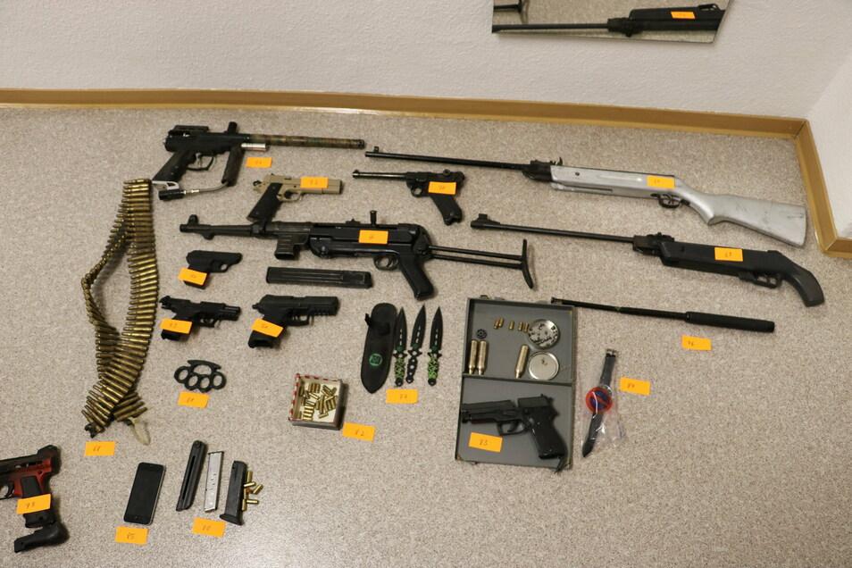 Diese Waffen wurden in einer Gartenanlage in Weißwasser gefunden.