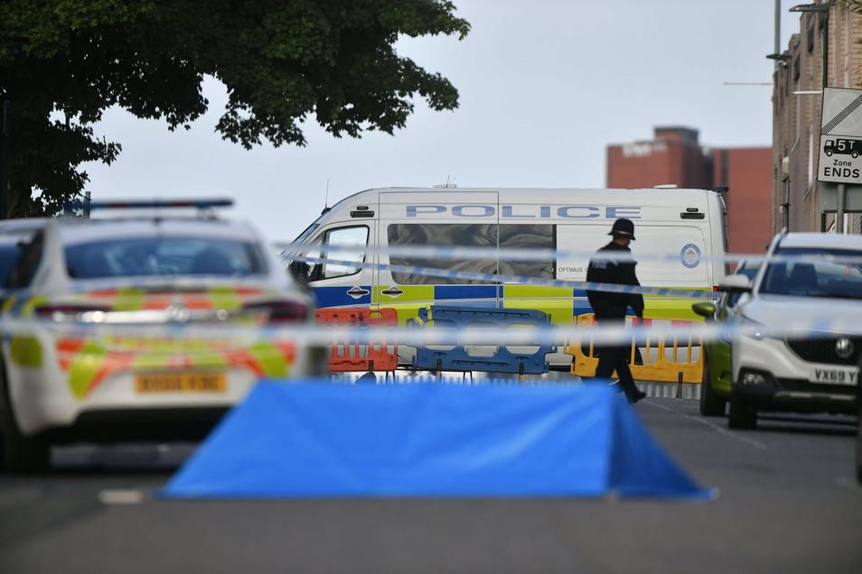 Im Stadtzentrum von Birmingham sind mehrere Menschen durch Messerstiche verletzt worden.