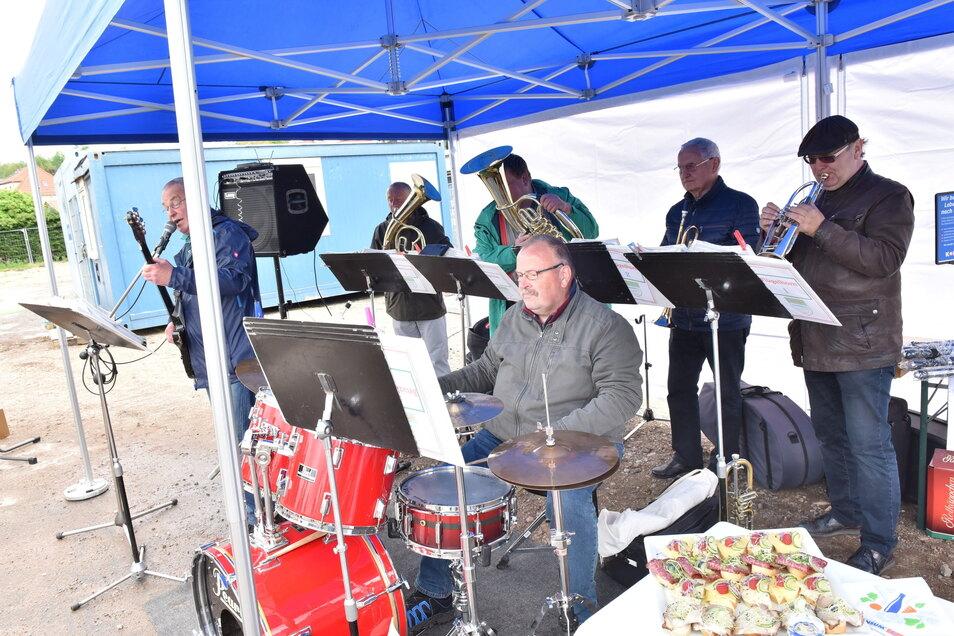 Hatten mal wieder was zu tun: Zur Unterhaltung beim Spatenstich hat Bürgermeister Christoph Fröse die Poisentaler engagiert.